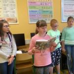 čtoucí žáci
